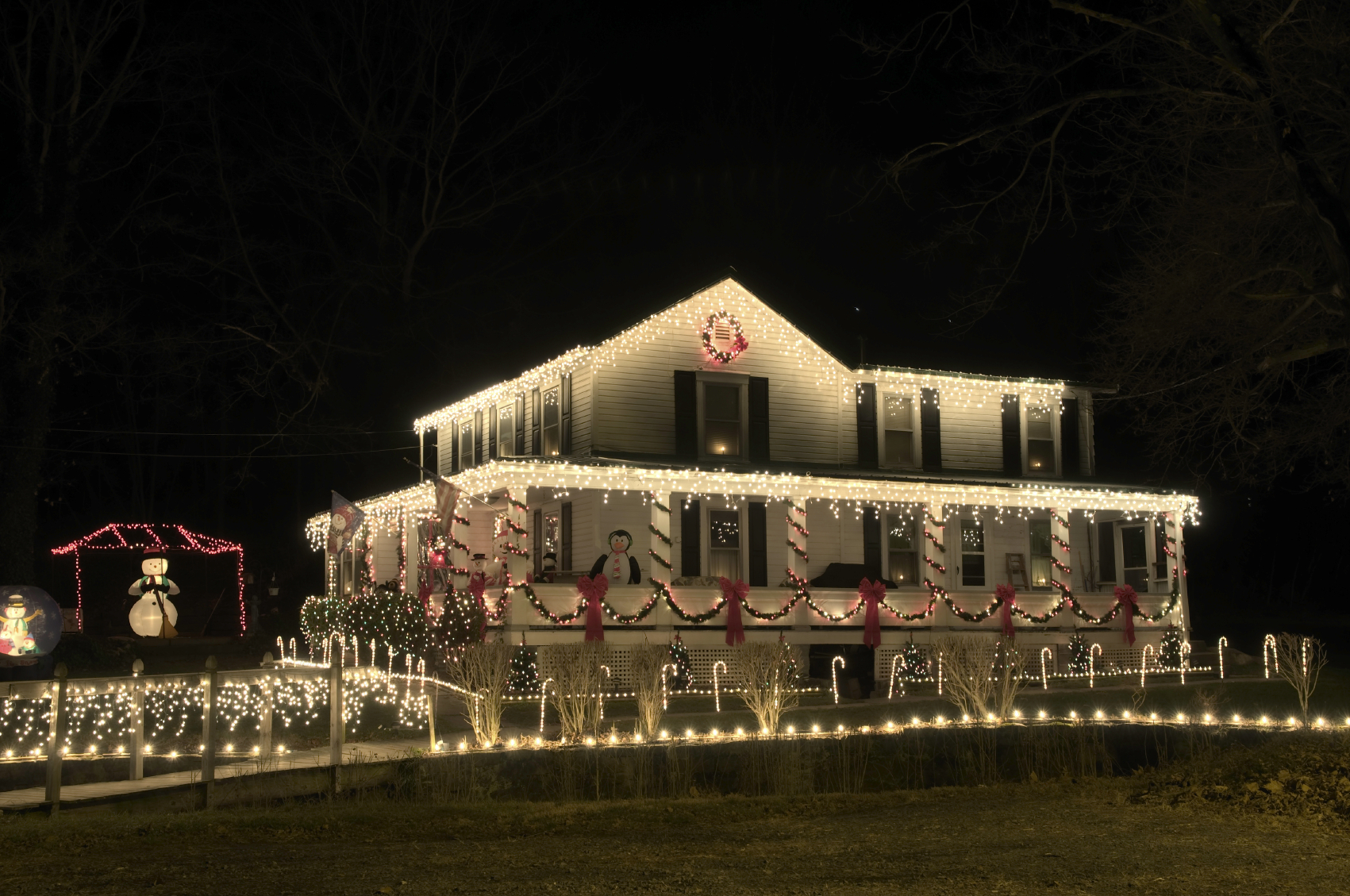 Cool Christmas House Lighting. Delighful Christmas House And Grounds ...
